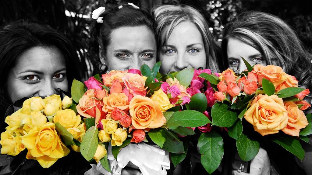 Meisjes met een bos bloemen (Extra Medium/Flickr)